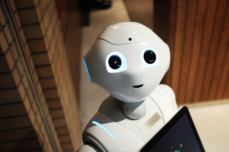 robot mirando a la cámara