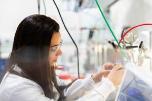 mujer cientifica ingeniera