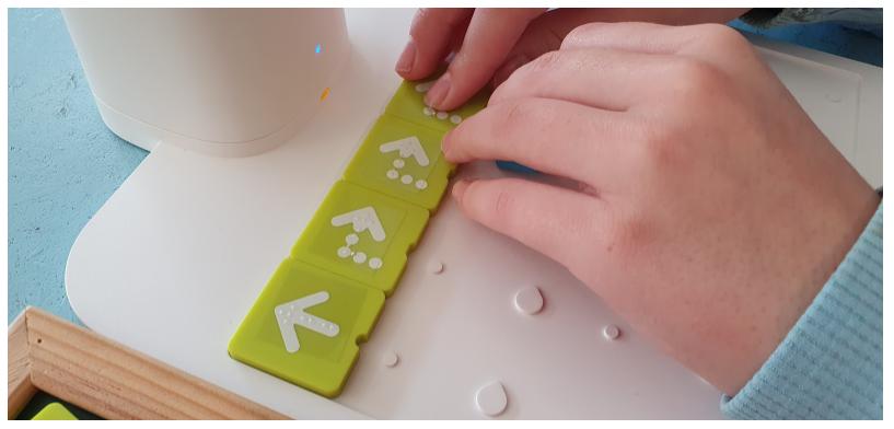 Fichas con flechas en braille